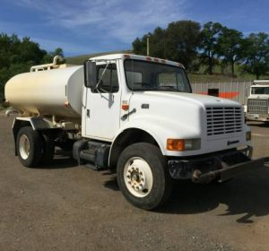 2000 International 2000 Gallon Water Truck