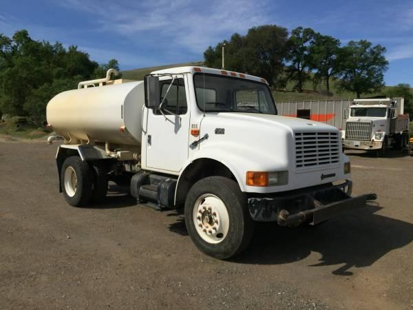 2000 International 2000 Gallon Water Truck