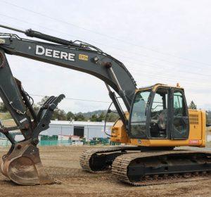 2010_deere_225d_excavator